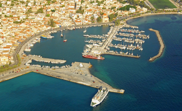 Aerial photo of Aegina marina